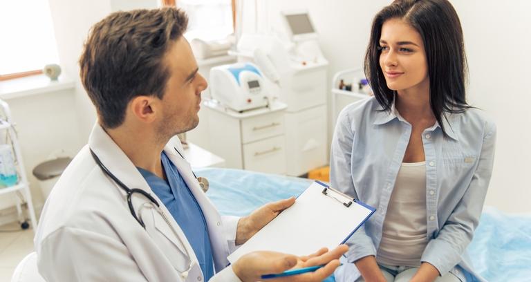 外国人女性男性医カウンセリング